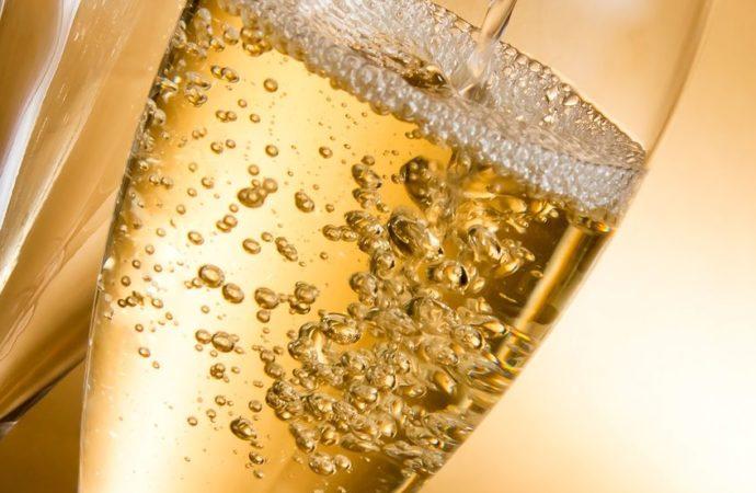 Champagne blanc : 3 choses à savoir avant de servir